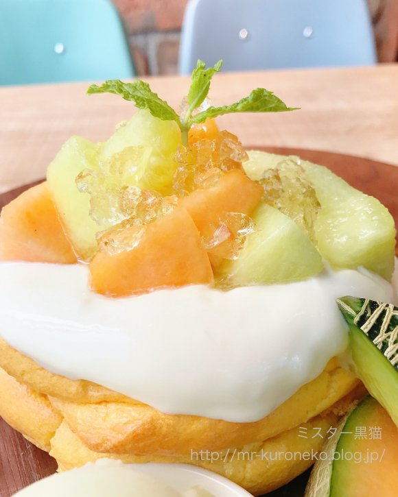 厚焼きふわふわ生地にごろごろメロン!武蔵小杉で話題のお店のパンケーキ