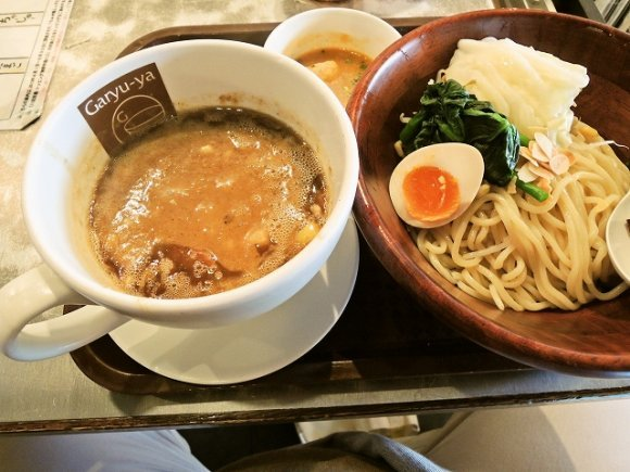 組み合わせは無限大!?濃厚スープと太麺が魅惑のつけ麺9連発