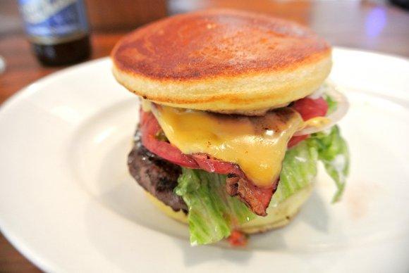 本格ハンバーガーとパンケーキが合体!homeworks広尾
