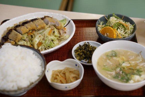 まさに店名どおり!すこぶる米が美味い定食が味わえる「あっぱれ食堂」