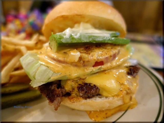 和牛100%で完璧なバランス!熱々のハンバーガーが旨い池袋の新店