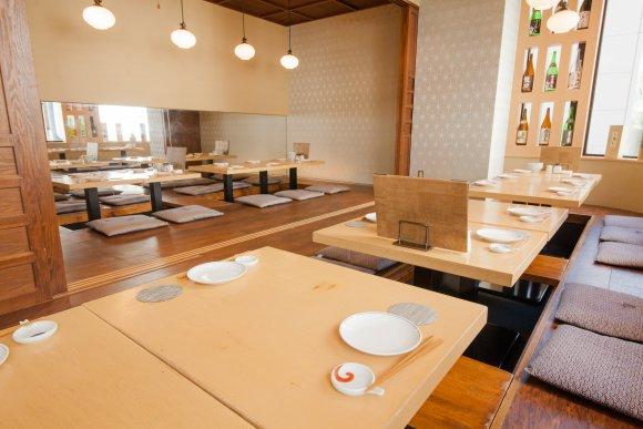 特大生牡蠣が299円!東北の美食をおしゃれな空間で楽しめる話題の新店