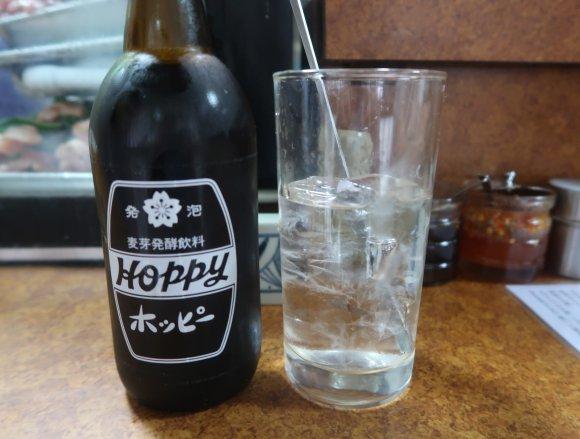 カウンター上の串ネタに思わず目移り!創作串が美味しい横浜の老舗居酒屋
