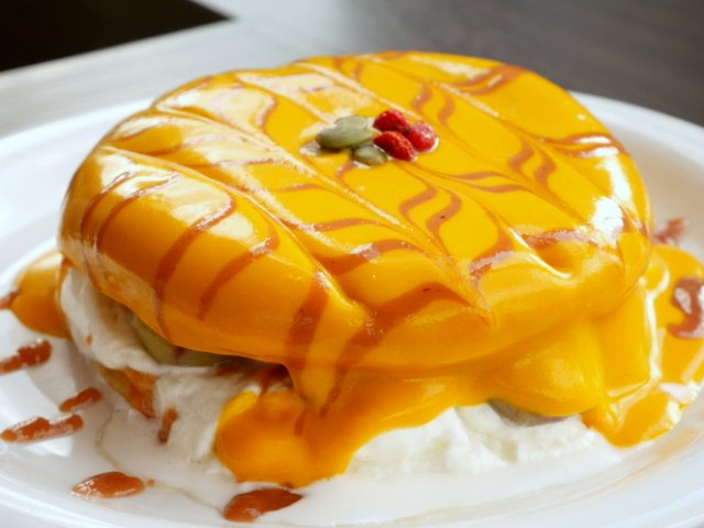 中に隠れているのは何?秋の味覚がぎゅっと詰まったパンケーキ