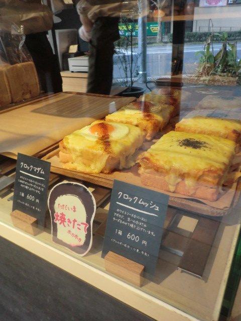 ひっきりなしにお客さんが訪れる!食パン専門店のふわふわフルーツサンド