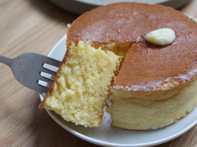 ふっかふかの極厚!激戦区をさらに熱くする厚焼きパンケーキ