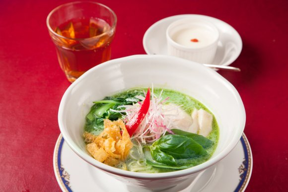 ラーメン好き必見!高級空間でいただくランチタイム限定の個性派アジア麺