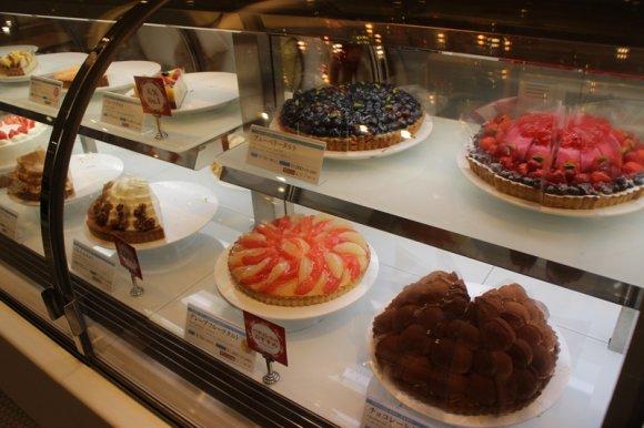 ケーキとドリンクをお好きなだけ!限定のタルトも思う存分食べ放題のお店