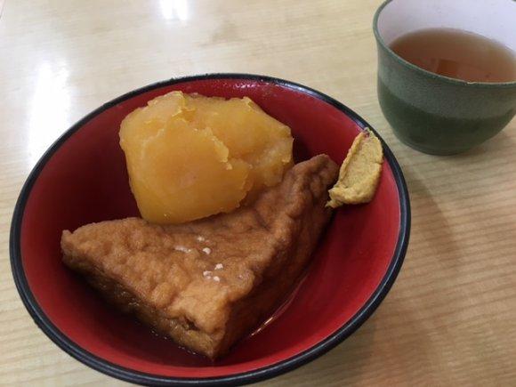 麺には天然のよもぎを使用!神社の参道にある1952年創業のうどん店