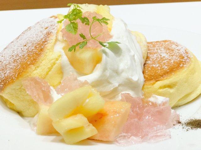 国産白桃たっぷり!行列が絶えない「幸せのパンケーキ」の限定メニュー