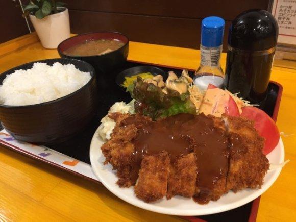 食欲の秋にガッツリ食べたい!神戸でデカ盛りグルメを楽しめるお店5軒