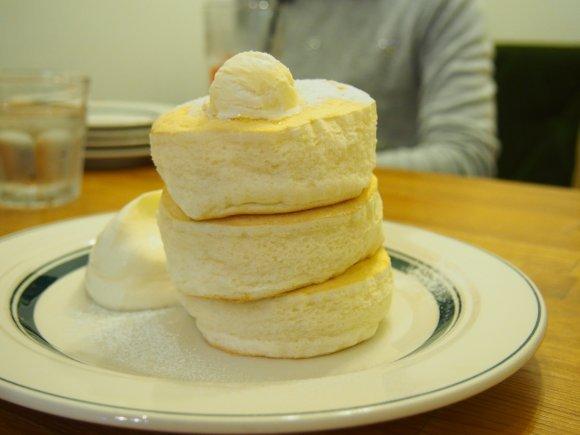大阪のコナモン魂炸裂!極上ふわとろパンケーキの名店記事6選