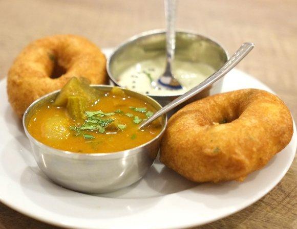 昼も夜もおすすめ!本格的なミールスを堪能できる人気インド料理店の新店