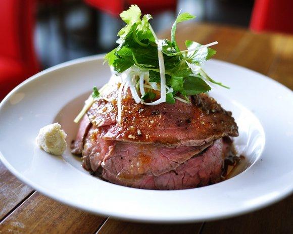 話題のローストビーフ丼を横浜で!肉の旨みが堪能できる2軒