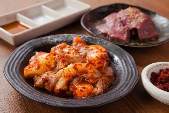 焼肉や逸品料理が3280円で71種食べ放題!新宿でお得な炭火焼肉の店
