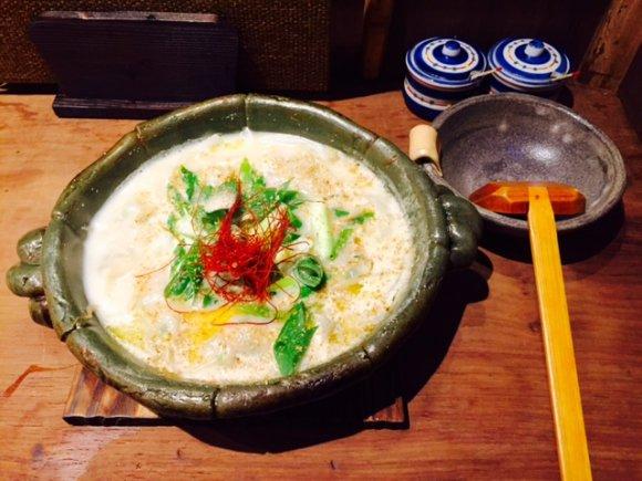 餃子の次なるトレンドは「炊き餃子」!鍋の季節に訪れたい2軒