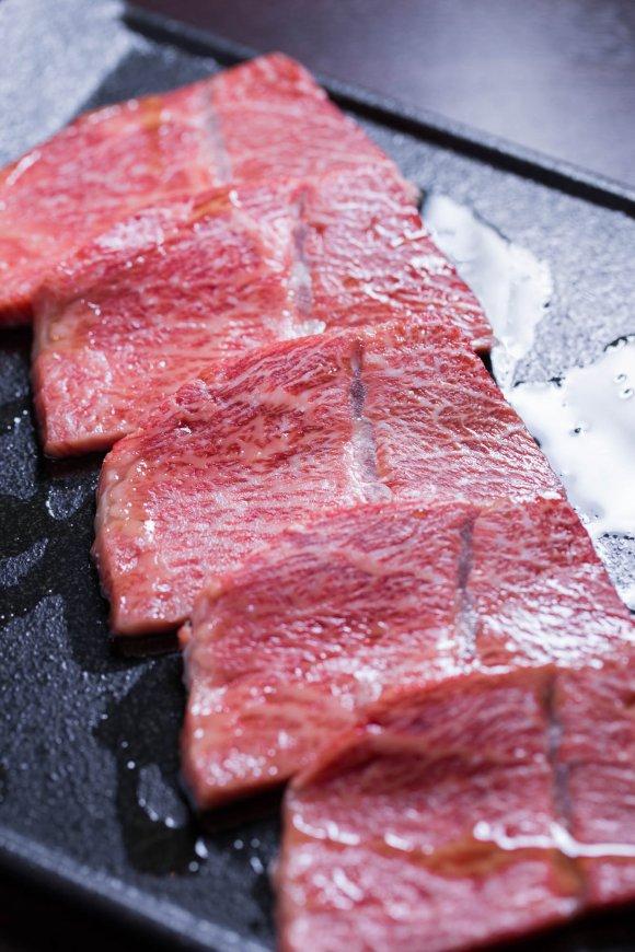 厚切り熟成牛タンにハラミタワー、うめモツ鍋も!肉フェスで話題の焼肉店