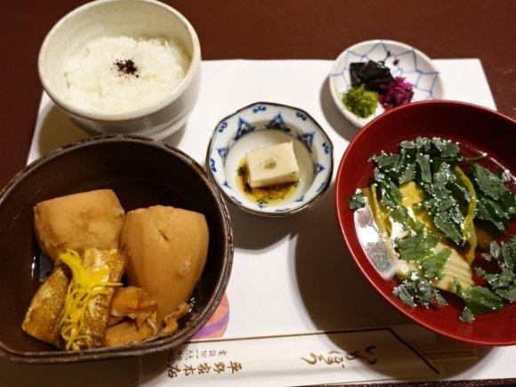 冬の京都で是非一度は食べてほしい!著名人も愛した伝統料理「いもぼう」
