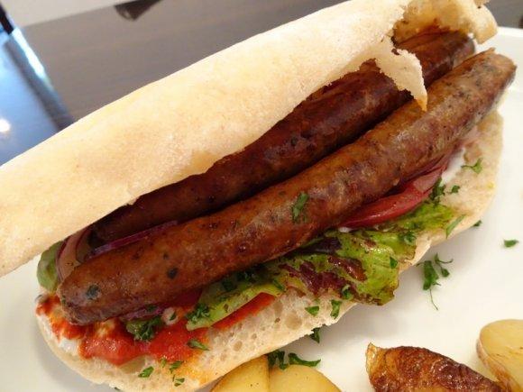 8cm以上の極厚サンドも!具だくさんで食べ応えたっぷりのサンドイッチ