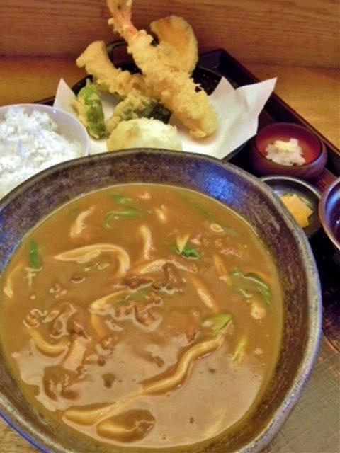 ツヤツヤに輝く瑞々しい麺が旨い!進化を遂げ続ける人気店の讃岐うどん