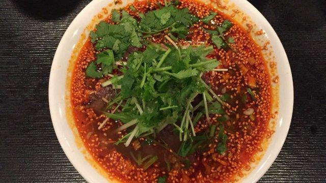 人気中華店が手がける激辛麺!辛い物好きはココロ踊る「牛肉麺」が旨い