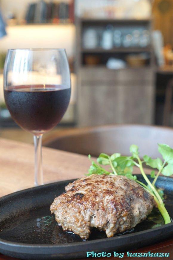 肉汁ジュワッとジューシー!沖縄県産黒毛和牛の旨味たっぷりハンバーグ