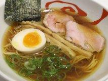 また訪れたくなる!無化調でも奥深いスープが美味い人気店の「中華そば」