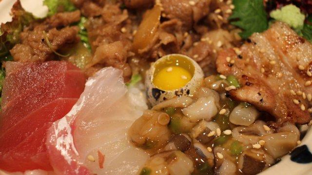 牛丼・豚丼・海鮮丼が1つに!?知らないのは勿体ない銀座ランチの穴場