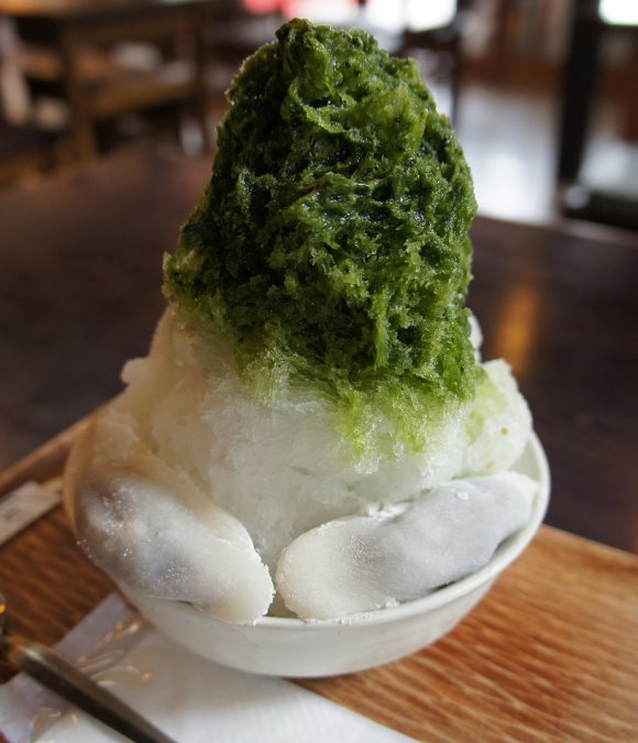 100年超の歴史ある味がかき氷に!国宝「石清水八幡宮」門前の和菓子店