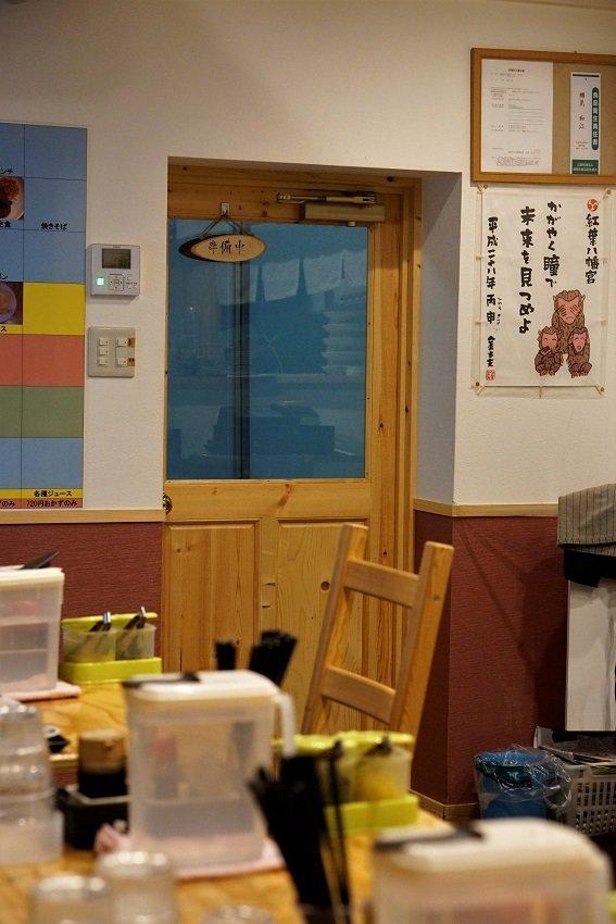 定食はどれも500円程度!サラリーマンや学生が集う大満足の定食屋