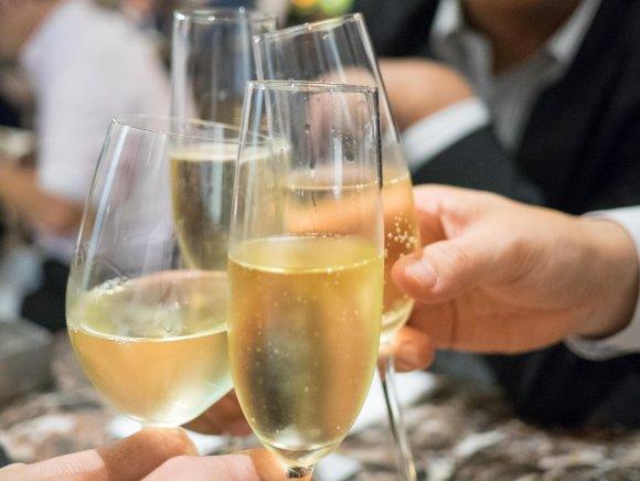 2000円で泡やワインも飲み放題!大阪の人気フレンチが大手町にも進出