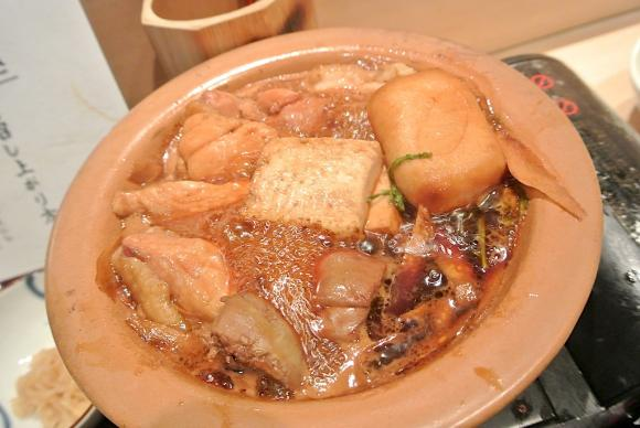 【乃木坂】白木のカウンターで味わう絶品親子丼と限定焼鳥丼
