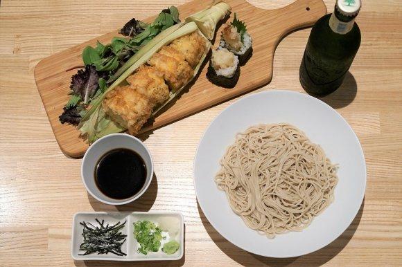 〆の十割蕎麦は食べ放題!奇想天外で新しい「天ぷらと蕎麦」が楽しめる店