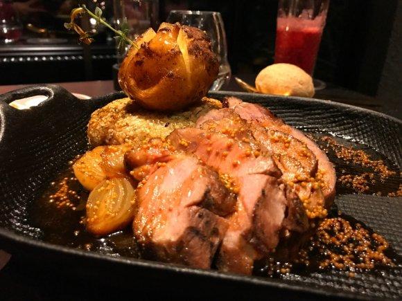 非日常グルメの決定版!断崖に建つビアレストランで未知の食文化を堪能!