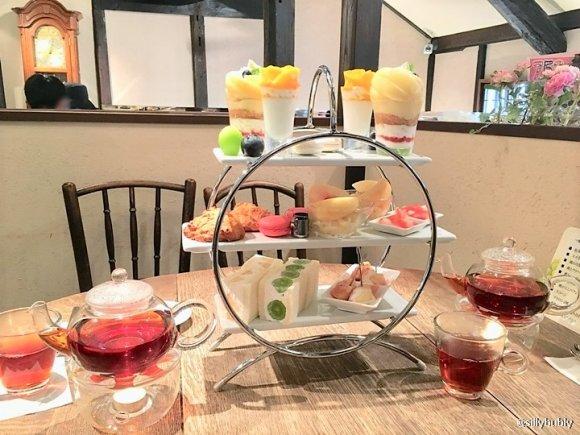 岡山県産フルーツの魅力がたっぷり!桃とぶどうの贅沢パフェが味わえる店