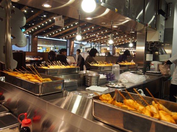 女性おひとり様も◎新大阪駅内エキマルシェで老舗串カツ「松葉」の味を