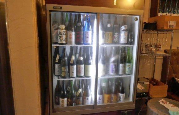 神保町駅から徒歩1分!日本酒メニューが充実している使い勝手の良い酒場