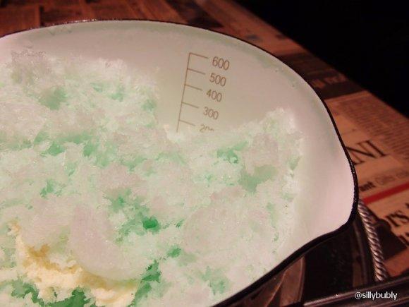 インパクト抜群!片手鍋に入ったミルクミントかき氷@なんば