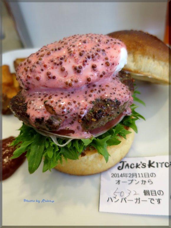 【名古屋】一番早く咲く桜並木とさくら色バーガーを堪能!