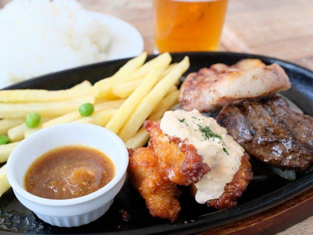 横浜駅近くでランチタイムから炭火焼きとクラフトビールが味わえるお店