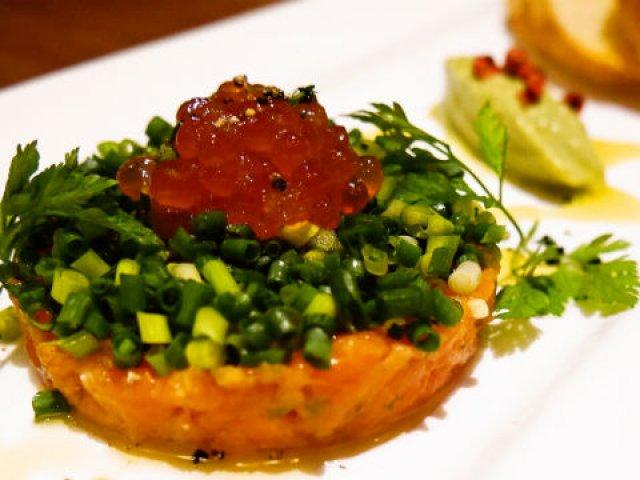 北海道石狩市公認!鮭尽くしでお酒が止まらない魚介ビストロ