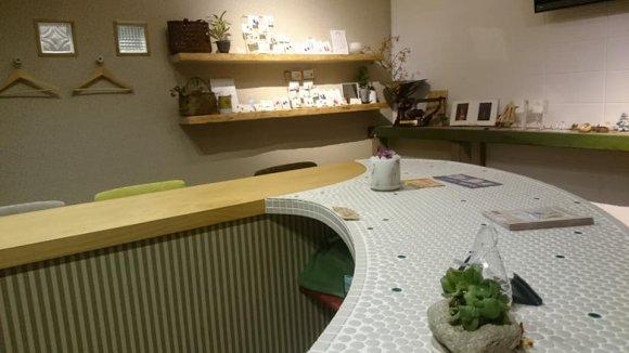 夜は日本酒とつまみのお店に!モチモチ自家製酵母パンが美味しいカフェ