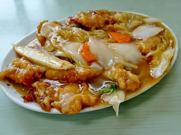 650円で超満腹!全ての定食にスープ・ご飯・焼きそばが付く太っ腹な店