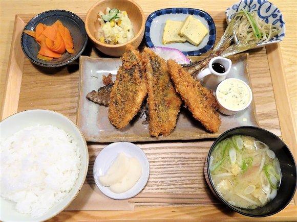 刺身用の新鮮なアジをフライに!贅沢すぎるふわふわ「生アジフライ定食」