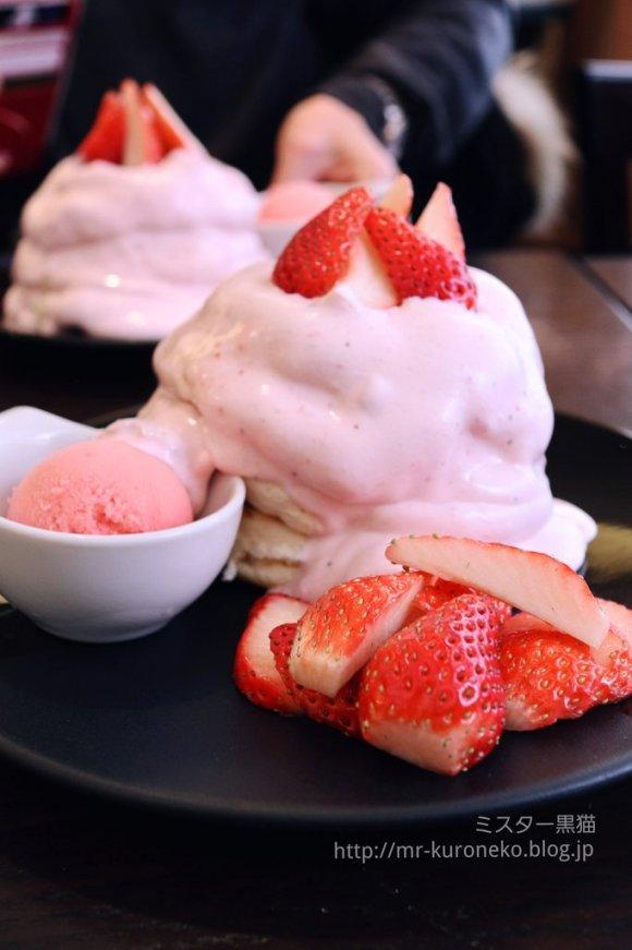 いちごたっぷり!ふわふわパンケーキで人気の「茶香」の平日限定メニュー