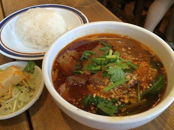 本格タイ料理が680円!新宿の路地裏で現地の雰囲気を満喫