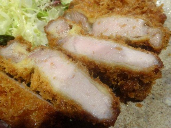 フレンチ出身シェフの腕が光る、鹿児島美味豚の特選ロースかつ