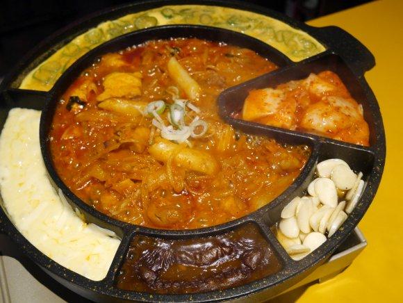 韓国でブレイク!色々な味の組み合わせが楽しめる「チーズタッカルビ」