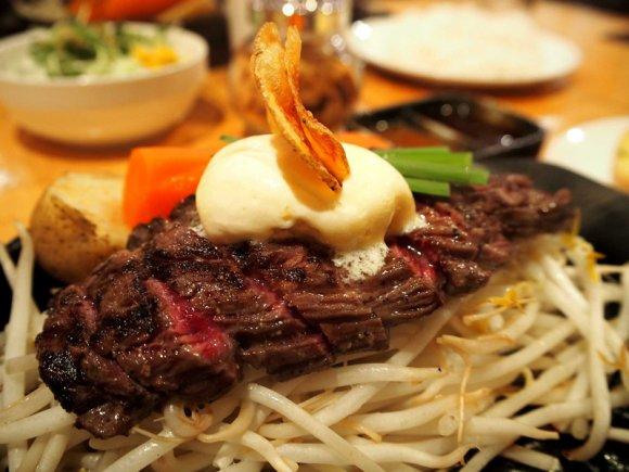 ランチは695円から!福岡で人気のステーキ専門店「うえすたん」が旨い