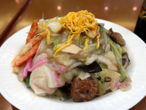 細麺・太麺、甘口餡にウスターソース!本場で食べたい長崎皿うどん9選